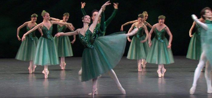 北京天桥剧场里的芭蕾《珠宝》