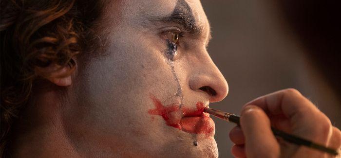 IMDB 9.7分 横扫威尼斯电影节的《小丑》终于来了!