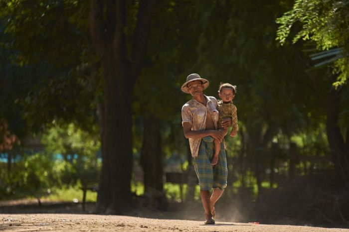 Father-Myanmar-thantzin712-Thant-ZinAGORA-images-5d518096d7715__880