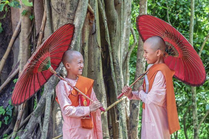 Lovely-friend-Yangon-Myanmar-kokosat-Hla-Moe-NaingAGORA-images-5d5181aca0656__880