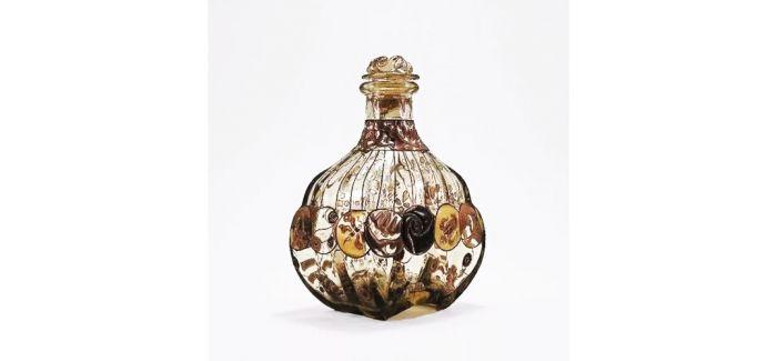 古董香水瓶:曲线留香