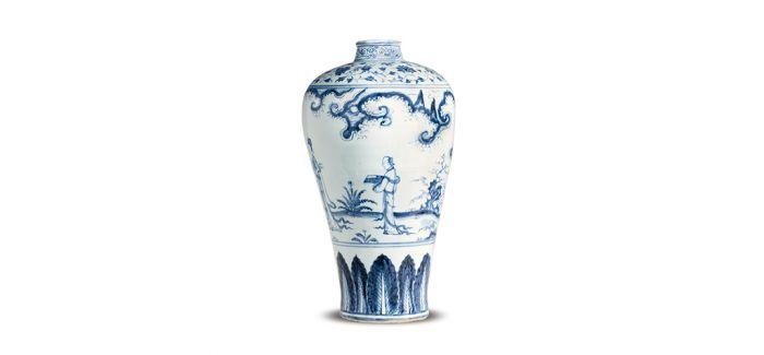 清雅的明十五世纪中叶青花仕女图梅瓶