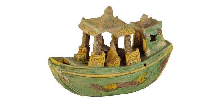 承载历史的明代素三彩陶塑船