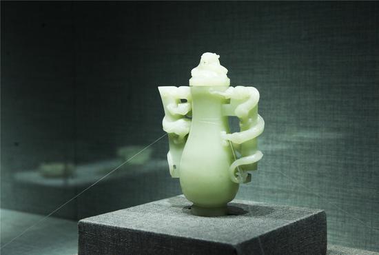 白玉御制盘龙寿字壶