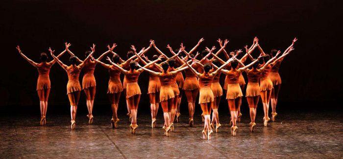 舞剧《黄河》向民族致敬