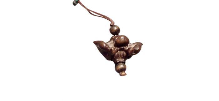 小巧可人的清末木雕菱角扇坠