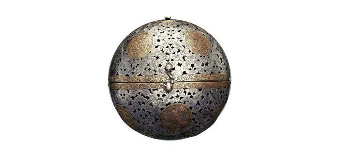 领先时代的唐代镂空金银香囊