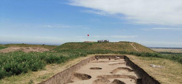 哈萨克斯坦拉哈特古城遗址出土文物约70件