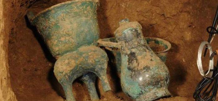 陕西关中西周墓葬罕见发现金制品