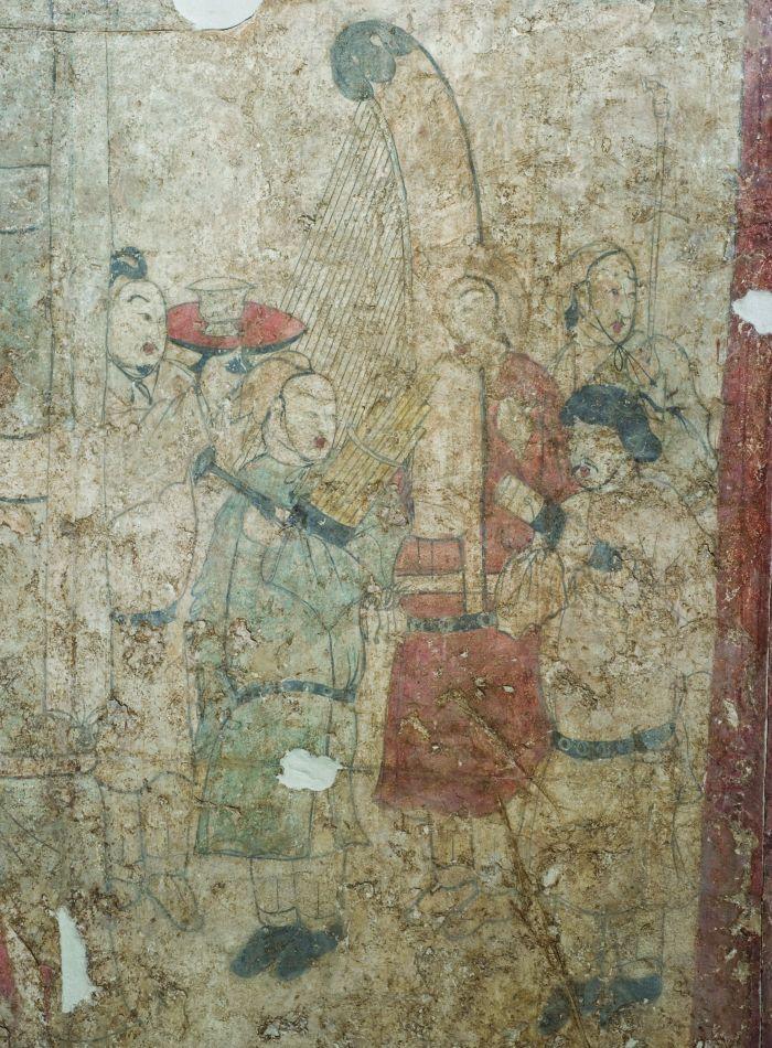 朔州水泉梁北齐墓伎乐侍从图,纵200、横100厘米,墓室北壁