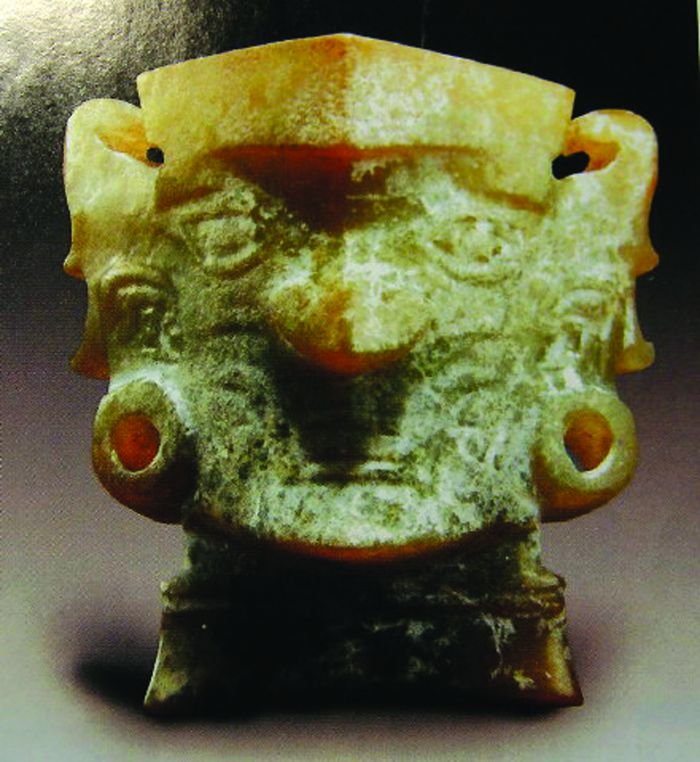 图3 长江流域新石器时代的凌家滩、石家河等文化遗址,则发现了精雕细琢的玉人头像