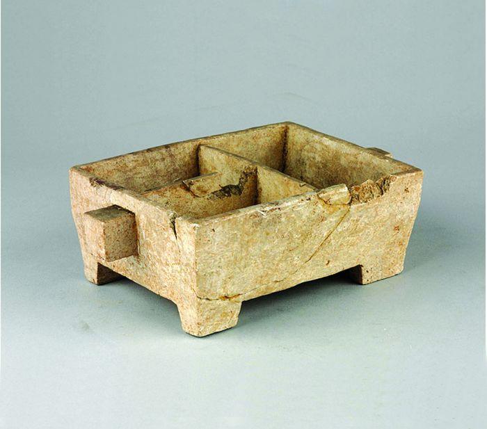 图4 汉代滑石暖炉
