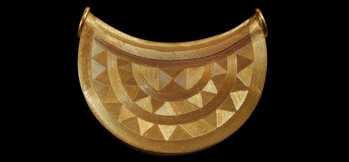 大英博物馆购入一件青铜时代黄金护身符