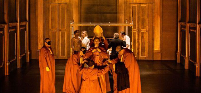 扬·克拉塔:舞台上的激进与悲剧性