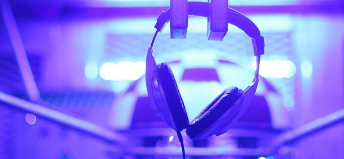 疫情中 全球音乐人用歌声治愈生活