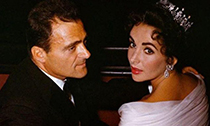 名利VS爱情:伊丽莎白·泰勒的300件珠宝
