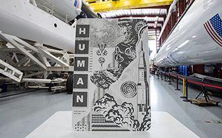 街头艺术作品随SpaceX载人火箭飞上宇宙