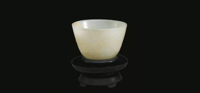 中国艺术珍品拍卖会呈献清乾隆白玉鸡缸杯