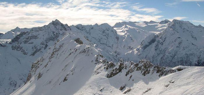 粉色的阿尔卑斯冰川?这并不是个好兆头