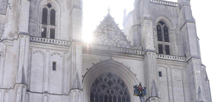 南特大教堂起火 400岁大管风琴毁于火中