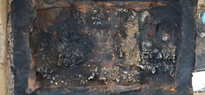 西安白鹿原西汉早期墓葬出土2200余枚玉衣片
