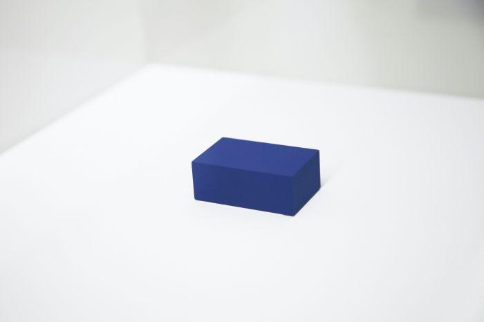 王思顺《与神统一,并分享他的纯洁和不朽》黄金、漆3.526×2.179×1.347cm 2013 图片由艺术家和没顶画廊提供