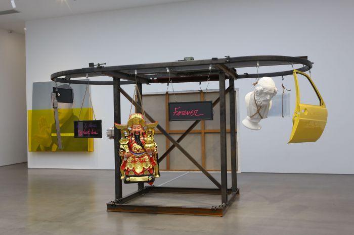 颜磊《空想 3.0》金属、电机、亚克力185×335×220cm 2019 图片由艺术家和SPURS GALLERY提供