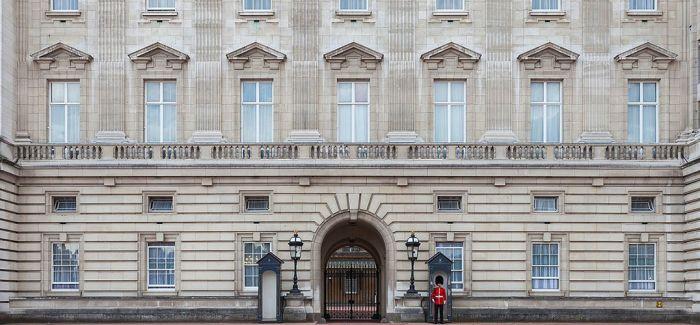 英国白金汉宫翻修 65件王室收藏出宫展出