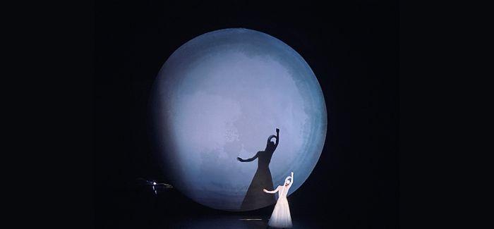 旋转的月亮 VS 酷酷的嫦娥