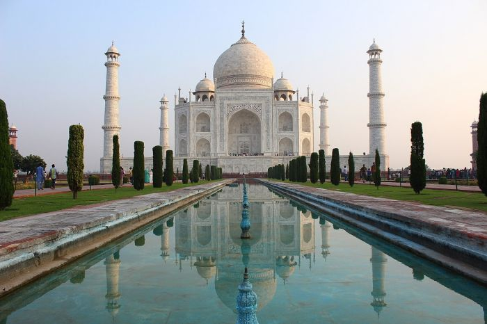 1280px-Reflection_of_the_Taj_Mahal