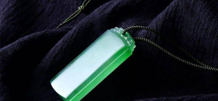 翡翠为啥喜欢深色配绳?