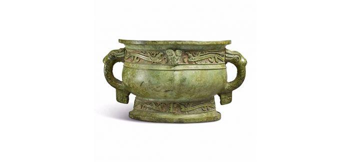 纽约苏富比拍卖 战国青铜琉璃方壶以五千多万元成交