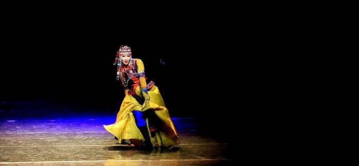 首届内蒙古民间舞蹈大赛正在进行时