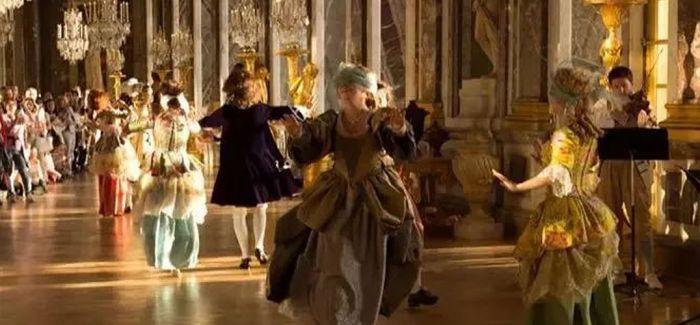 """在凡尔赛宫""""玩穿越"""""""