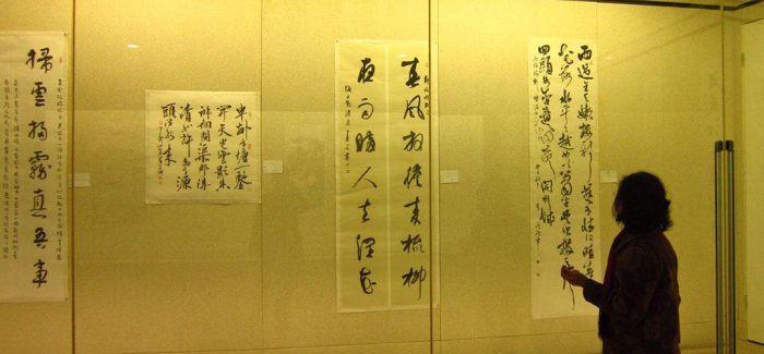 近百幅书法篆刻作品扬州展出 尽显汉字之美