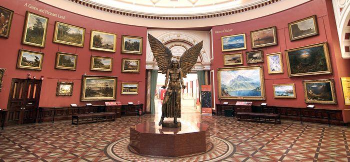 封锁中的英国博物馆让观众策了个展