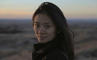 赵婷成为首位获金球奖最佳导演的亚裔女性